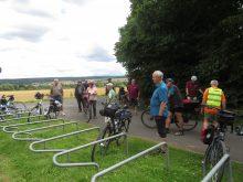 Wandergruppe auf Rädern